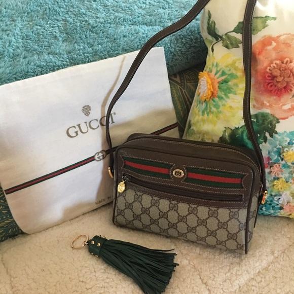 e039862e5821f1 Gucci Handbags - 🤗Vintage Gucci camera bag in amazing condition